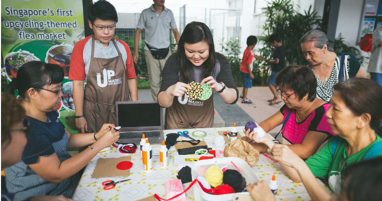 Farmer's market visitors try their hand at creating handicrafts