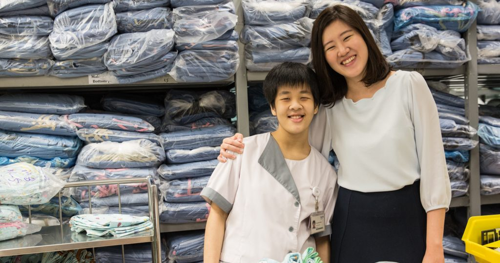 Photo of Wan Shuen with her supervisor Ms Cherie Leong at the NUH laundry section