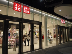 Photo of a brightly-lit UNIQLO shopfront at night