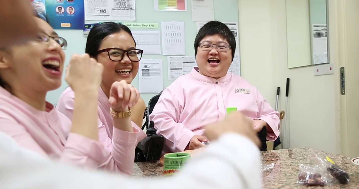 Photo of Lim Lin Li with colleagues at the staff pantry of KKH